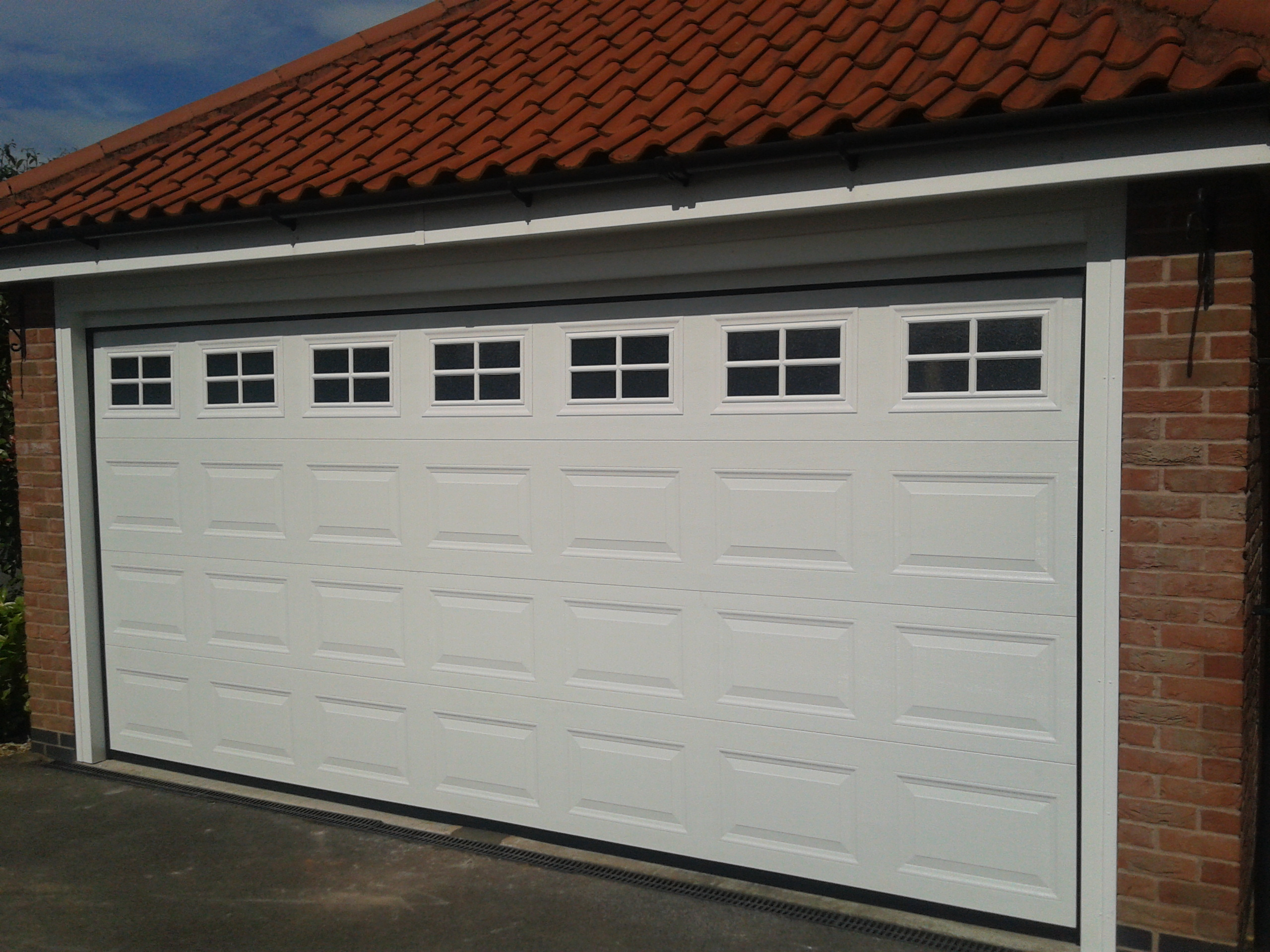 double automatic garage door garage door company grantham. Black Bedroom Furniture Sets. Home Design Ideas