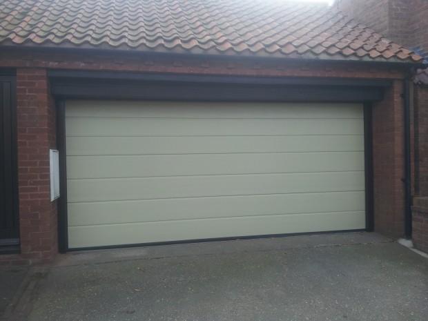 Automatic Custom Color Garage Door Belvoir 3