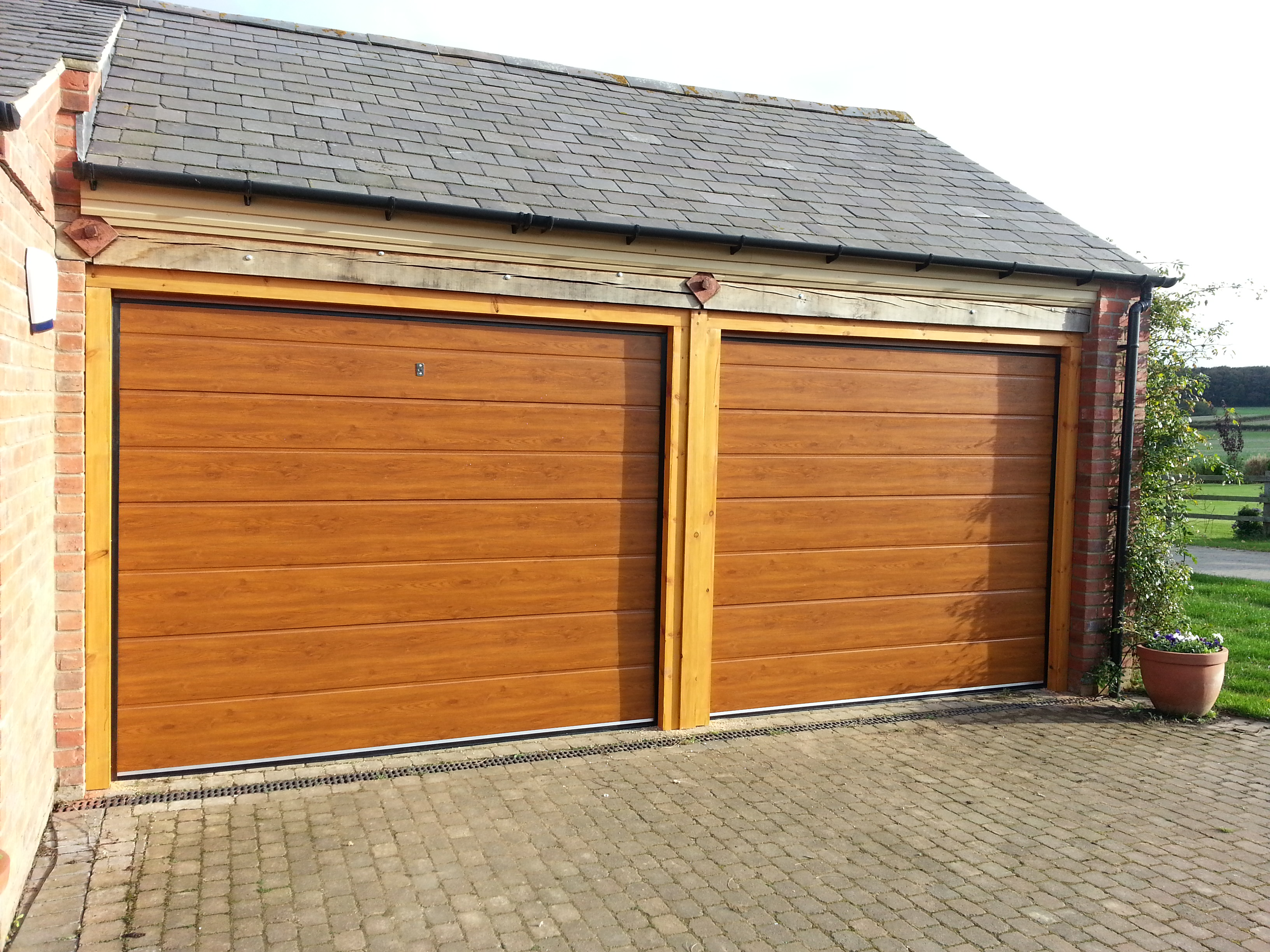New garage doors grantham the garage door company for Garage doors uk